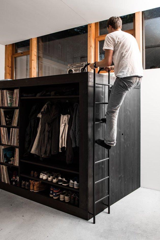 storage-solution-living-cube-till-koenneker-ladder-climb.jpg