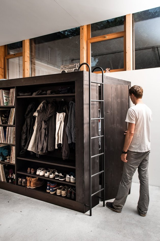 storage-solution-living-cube-till-koenneker-three-quarter-person.jpg