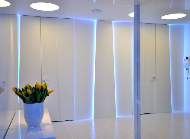 stylish and modern apartment entrance thumb 630x462 14756 Stylish Contemporary Apartment Boasting Sophisticated Lighting System