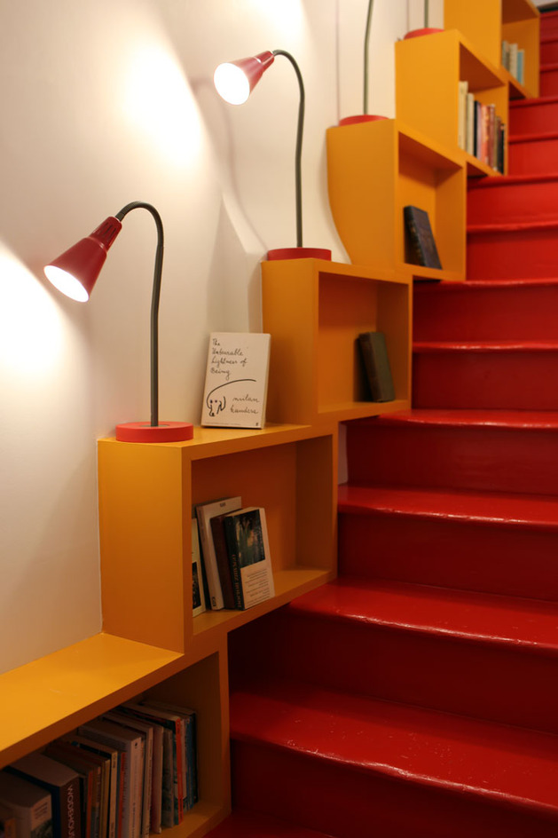 vibrant-colour-vignettes-vamp-up-georgian-apartment-6-stairs-library.jpg