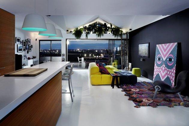 bold choices dramatize penthouse apartment 1 living thumb 630x420 29611 Bold Choices Dramatize Penthouse Apartment