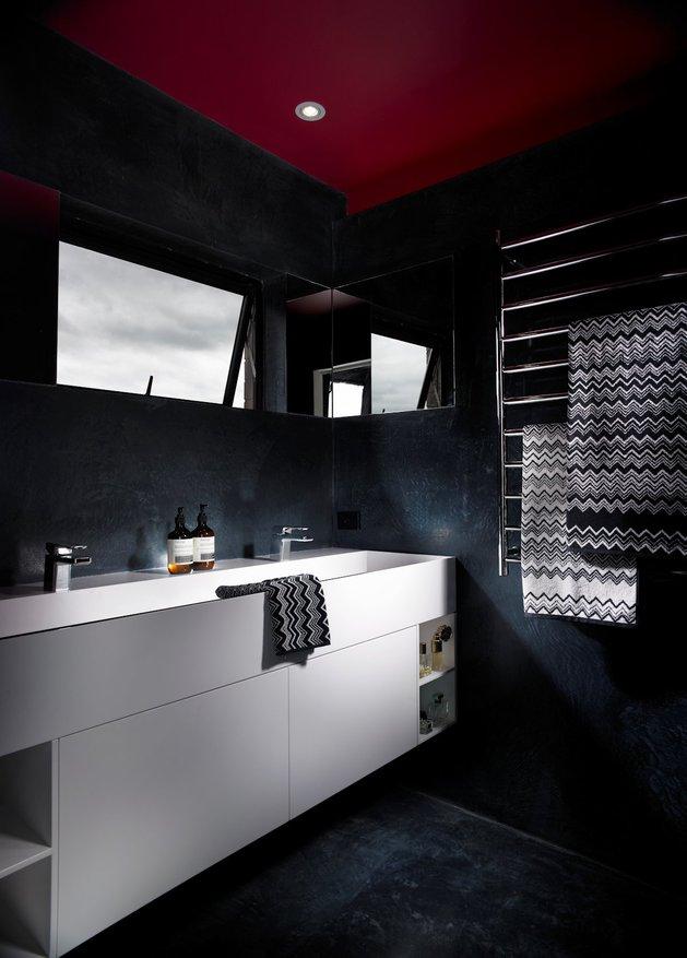 bold-choices-dramatize-penthouse-apartment-14-ensuite.jpg