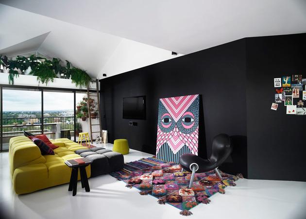 bold choices dramatize penthouse apartment 2 living thumb 630x451 29613 Bold Choices Dramatize Penthouse Apartment