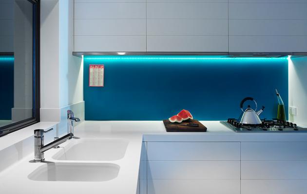 bold-choices-dramatize-penthouse-apartment-8-backsplash.jpg