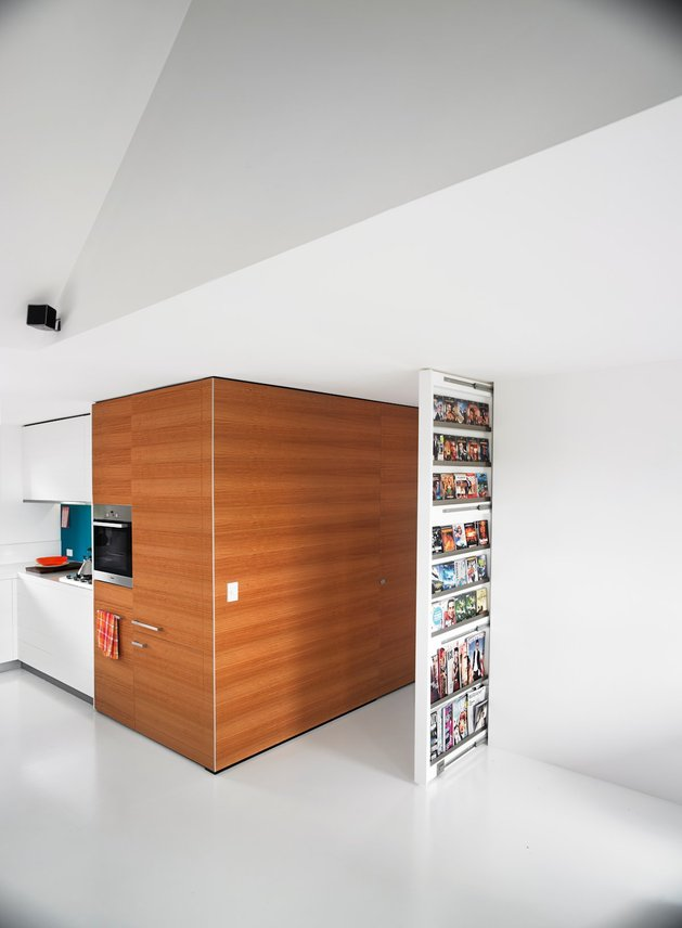 bold-choices-dramatize-penthouse-apartment-9-hall.jpg