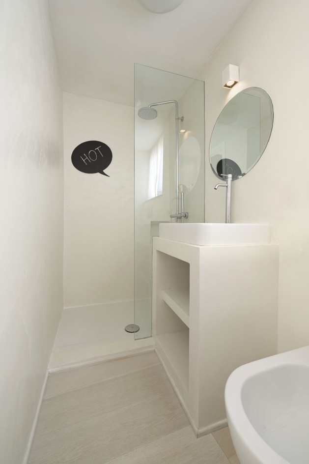 creating-personality-within-white-apartment-15-ensuite.jpg
