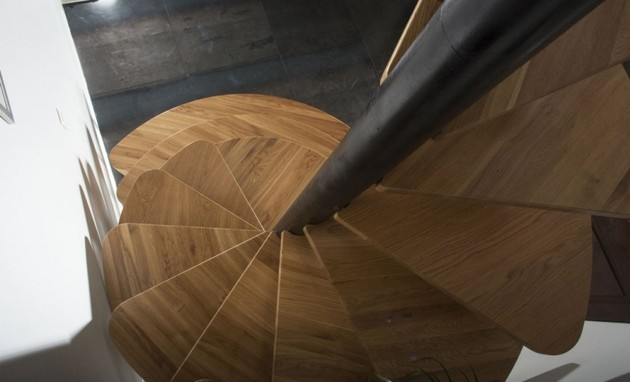 oak-spiral-staircase-metal-backbone-6-looking-down.jpg