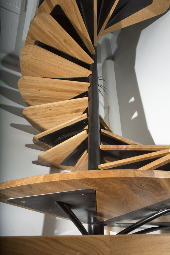 oak-spiral-staircase-metal-backbone-8-detail.jpg