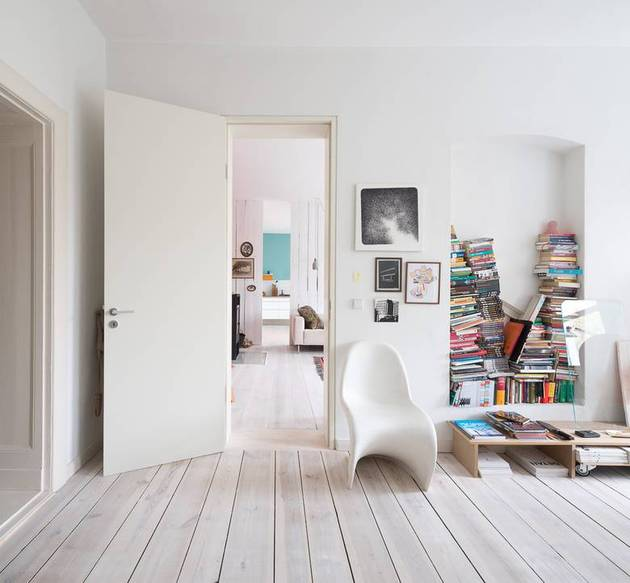 chic-textured-interiors-with-unique-materials-from-karhard-architektur-10-chair-book-stacks.jpg