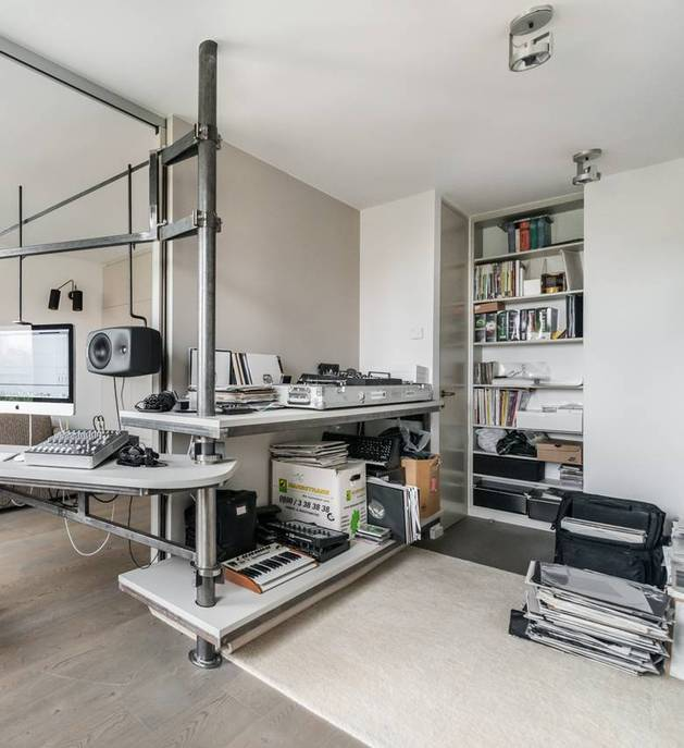 chic-textured-interiors-with-unique-materials-from-karhard-architektur-14-music-production-area.jpg