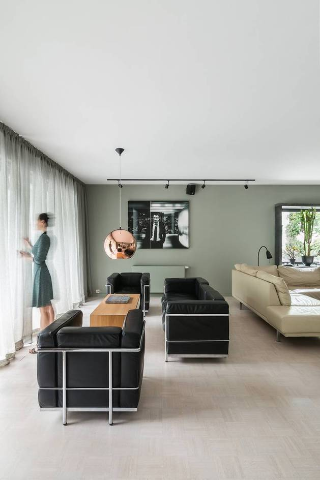 chic-textured-interiors-with-unique-materials-from-karhard-architektur-4-square-chairs-sitting-area.jpg