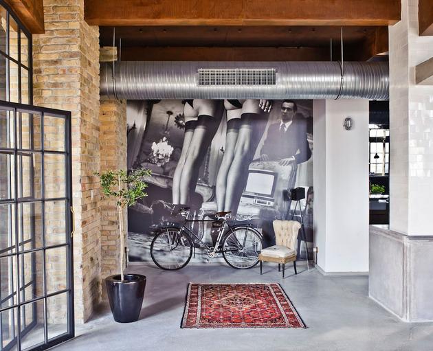 eclectic-loft-apartment-budapest-shay-sabag-3-mural.jpg