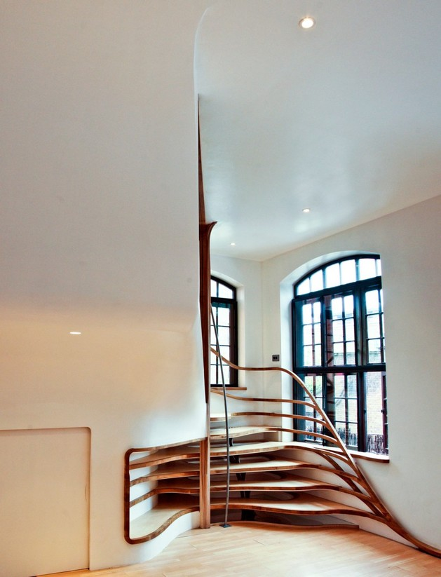 organic shaped wooden spiraling staircase 2 thumb autox823 32330 Organic shaped Wooden Spiraling Staircase