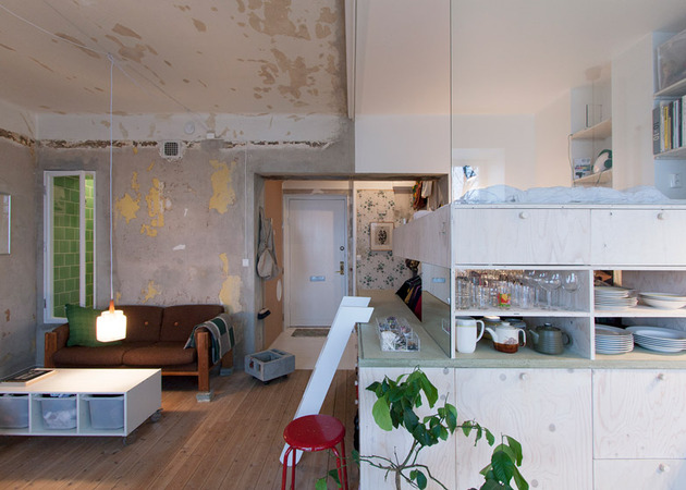 cleverly designed tiny apartment decades patina renovation 2 entry thumb 630xauto 43225 Cleverly Renovated Tiny Apartment Keeps Unfinished Plaster Walls