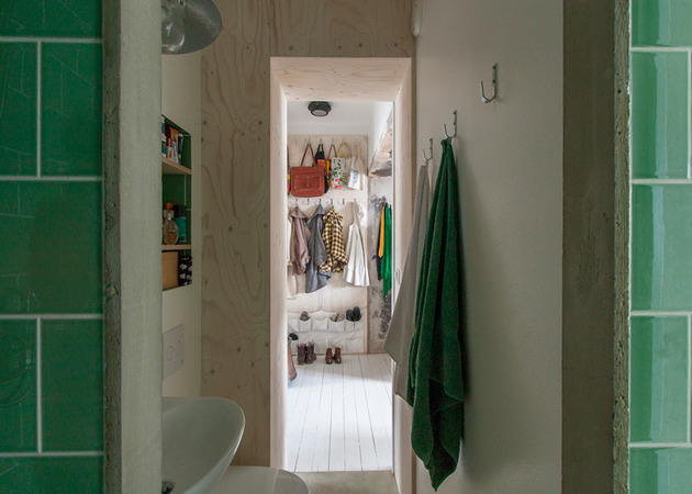 cleverly-designed-tiny-apartment-decades-patina-renovation-4-bath.jpg