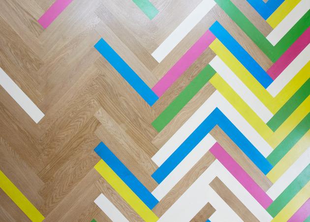 colorful-graphic-interiors-featuring-bright-herringbone-floors-2.jpg