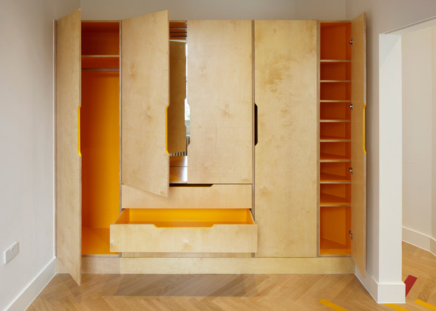 colorful-graphic-interiors-featuring-bright-herringbone-floors-8.jpg
