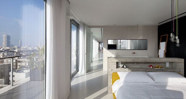 colour-popping-penthouse-uninterrupted-views-4-sides-10-bed.jpg