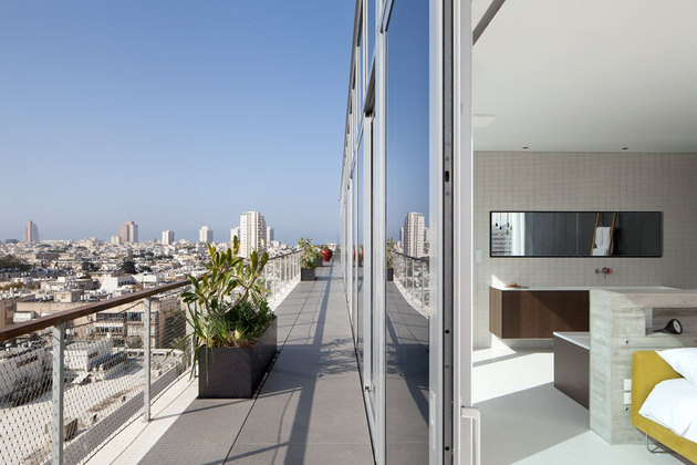 colour-popping-penthouse-uninterrupted-views-4-sides-11-bed.jpg