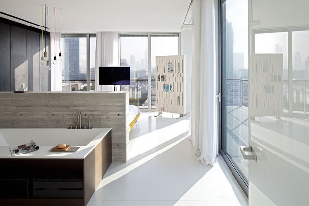 colour-popping-penthouse-uninterrupted-views-4-sides-12-bath.jpg