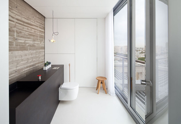 colour-popping-penthouse-uninterrupted-views-4-sides-17-ensuite3.jpg