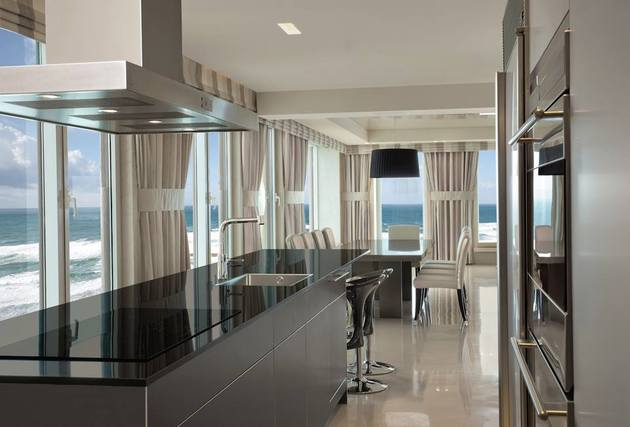 contemporary-apartment-overlooking-sea-cozy-luxurious-5-kitchen.jpg