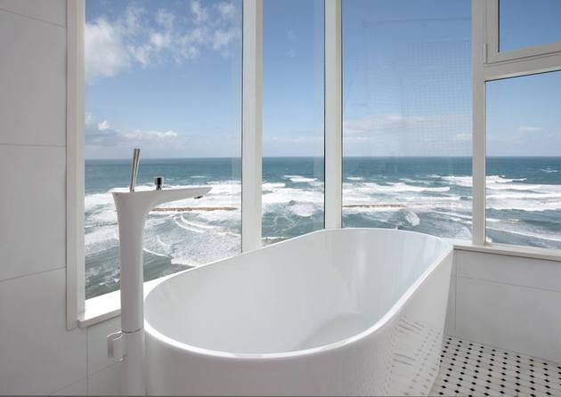 contemporary-apartment-overlooking-sea-cozy-luxurious-7-bath.jpg
