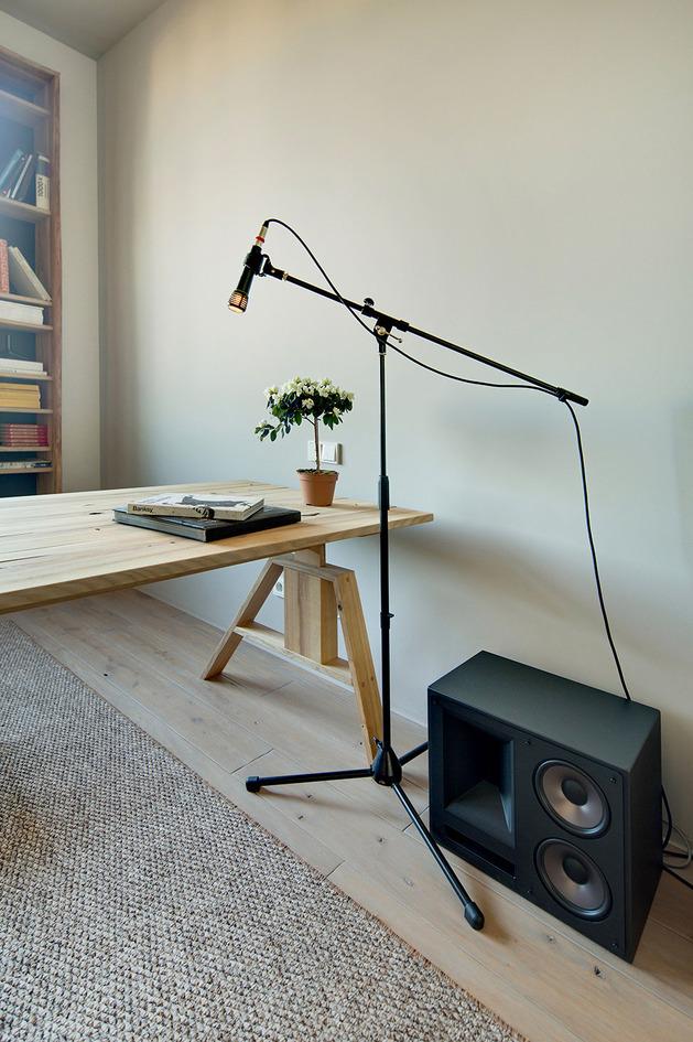 contemporary-open-plan-loft-pale-colour-palette-12-office.jpg