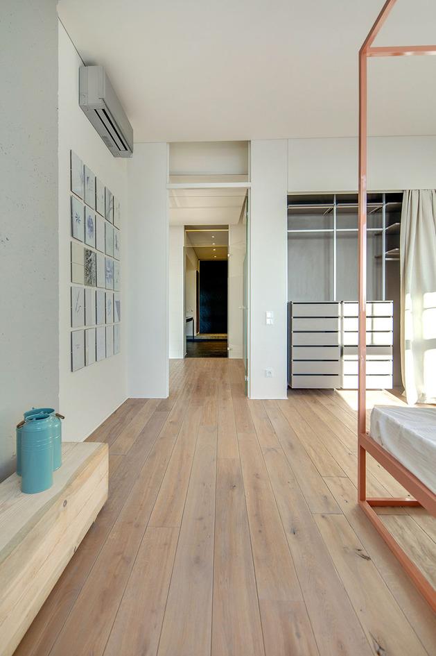 contemporary-open-plan-loft-pale-colour-palette-16-bed2.jpg