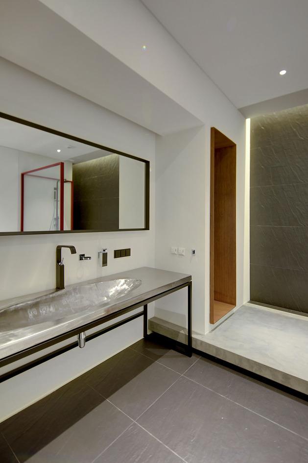 contemporary-open-plan-loft-pale-colour-palette-20-vanity.jpg