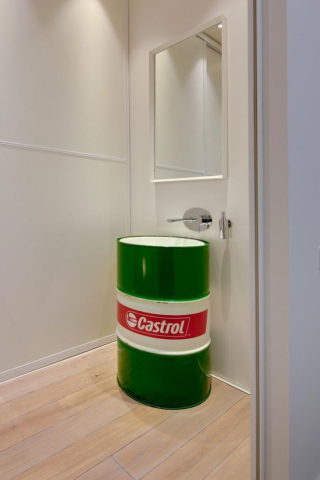 contemporary-open-plan-loft-pale-colour-palette-22-bath.jpg