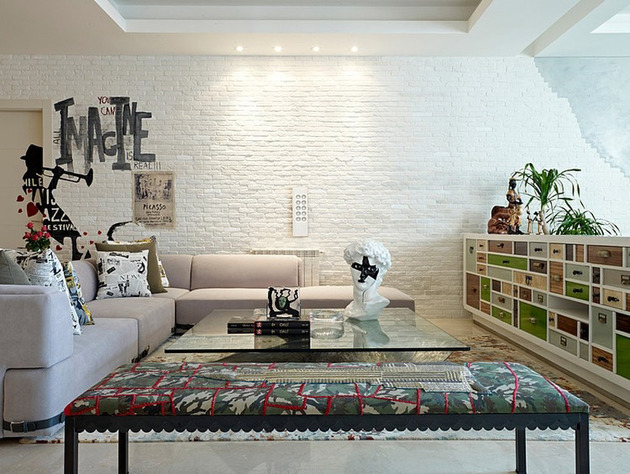 eclectic interior splashed in colorful furniture and art 2 thumb 630xauto 43849 Eclectic Interior Splashed in Colorful Furniture and Art, for Fun and Uniqueness