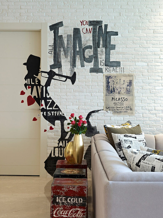 eclectic-interior-splashed-in-colorful-furniture-and-art-2a.jpg