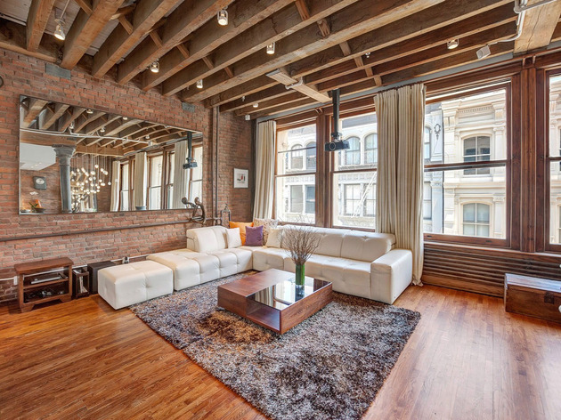 open-plan-apartment-exposed-beams-iron-columns-6-living.jpg
