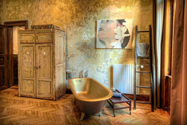 rustic vintage ideas give home story 1 bathroom thumb 630xauto 44693 Celebrating the Vintage Style with Jaw dropping Boutique Decoration Ideas
