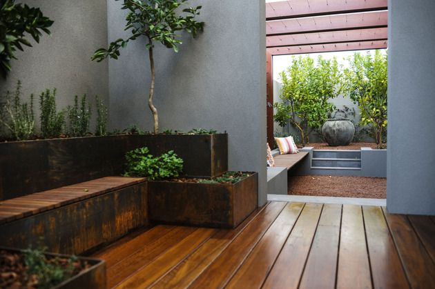 super-cozy-elegant-home-craftsmanship-rustic-elements-7-garden.jpg