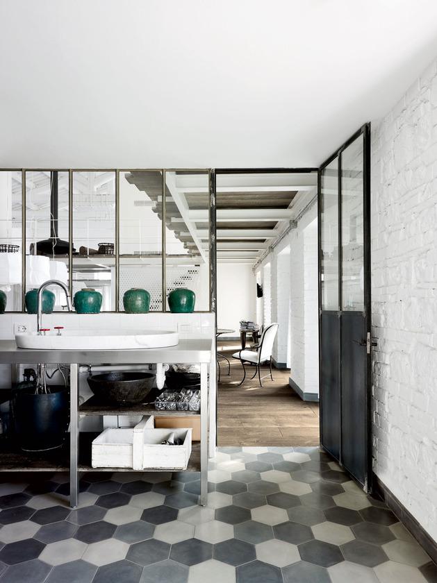 warehouse-renovation-ramps-up-visual-volume-10-kitchen.jpg