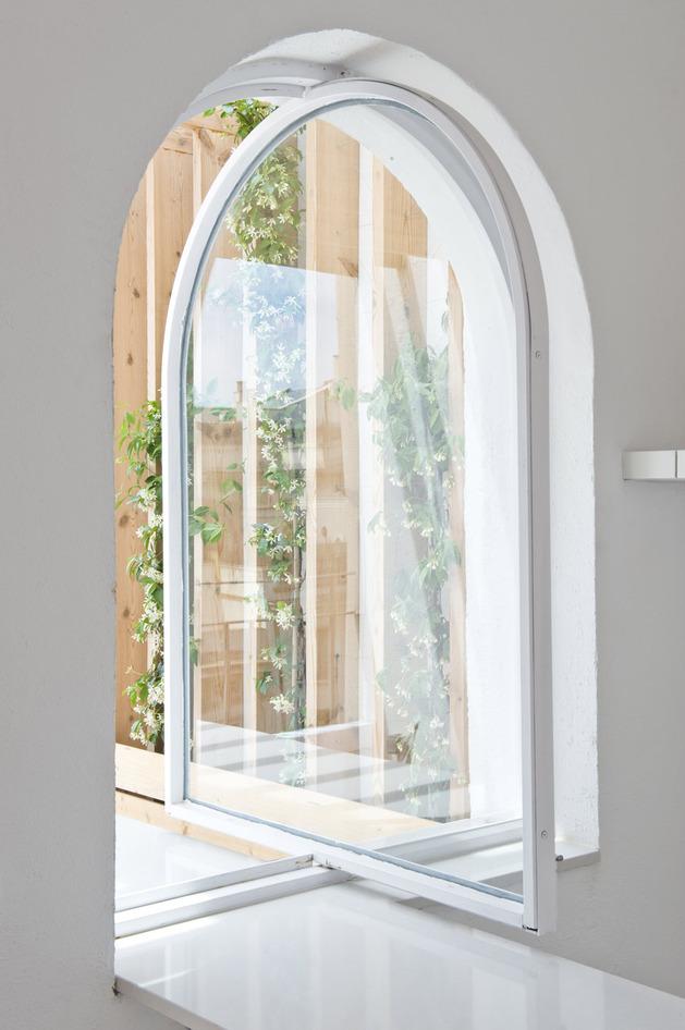 alfresco-apartment-brick-sitting-area-indoor-outdoor-appeal-10.jpg