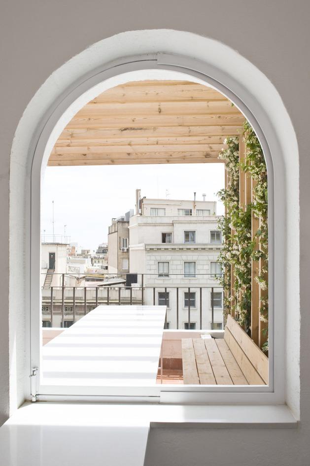 alfresco-apartment-brick-sitting-area-indoor-outdoor-appeal-11.jpg