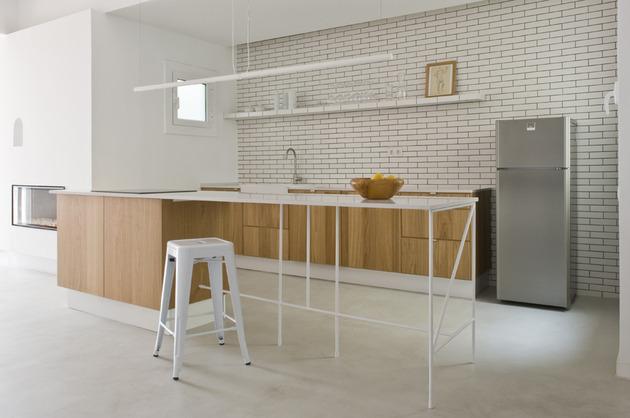 alfresco-apartment-brick-sitting-area-indoor-outdoor-appeal-15.jpg