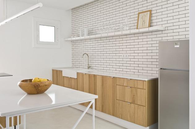 alfresco-apartment-brick-sitting-area-indoor-outdoor-appeal-16.jpg