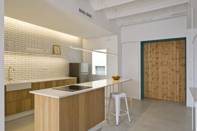 alfresco-apartment-brick-sitting-area-indoor-outdoor-appeal-17.jpg