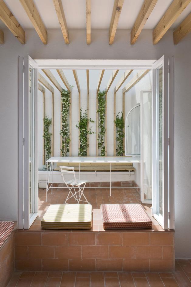 alfresco-apartment-brick-sitting-area-indoor-outdoor-appeal-3.jpg