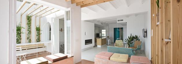 alfresco-apartment-brick-sitting-area-indoor-outdoor-appeal-4.jpg