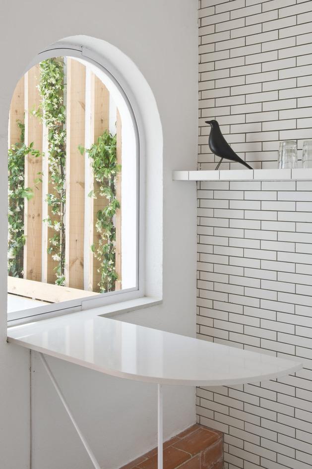 alfresco-apartment-brick-sitting-area-indoor-outdoor-appeal-9.jpg
