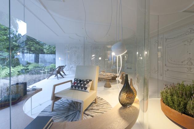 s shaped glass walls living room 2 thumb 630xauto 46881 S Shaped Glass Walls Connect Indoors and Out