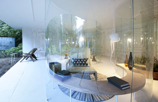s-shaped-glass-walls-living-room-3.jpg