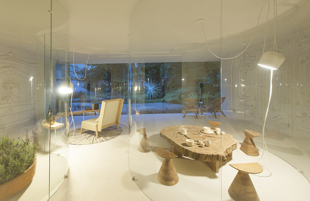 s-shaped-glass-walls-living-room-6.jpg