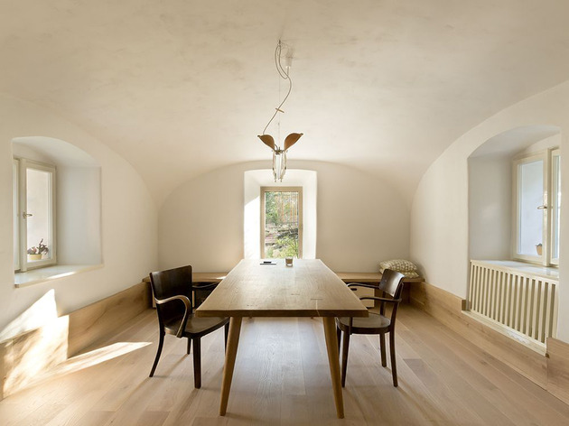 historic-stone-and-plaster-house-gets-updated-18.jpg