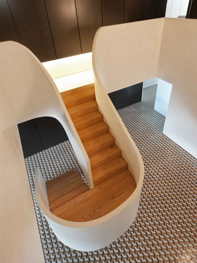 minimalist-home-with-bold-flooring-and-staircase-sculpture-9.jpg